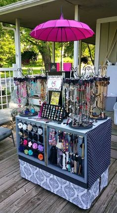 Discover thousands of images about Paparazzi Jewelry Clever Display! On the wheels! Paparazzi Display, Paparazzi Jewelry Displays, Paparazzi Accessories, Jewellery Storage, Jewelry Organization, Jewellery Display, Jewellery Stand, Vendor Displays, Craft Fair Displays