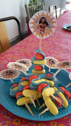 Brochettes Vaiana 6 ans Noélie Moana Oceania Moana Birthday, 9th Birthday, Birthday Parties, Moana Party, Tropical Party, Kids Decor, Luau, Holidays And Events, Projects To Try