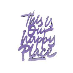 """Der 3D Schriftzug """"This is our happy place"""" – ein ganz individuelles Geschenk für einen besonderen Menschen in Deinem Leben, ein persönliches Dekorationsstatement oder einfach ein schöner Spruch. Statements, Wooden Signs, Decorative Items, This Is Us, Lettering, 3d, Garden, Special People, Script Logo"""