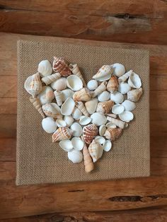 Etsy の Seashell Love...Seashell Heart Wall Art by imaginebyfranci