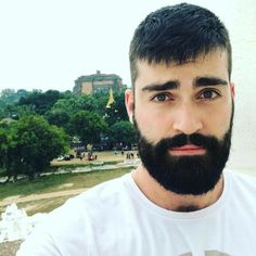 Men who are clean, but never polished. Also, a poem on Sundays. And occasionally a pairing of structures. Great Beards, Awesome Beards, Beard Styles For Men, Hair And Beard Styles, Moustaches, Beard Lover, Ideal Man, Bear Men, Beard Tattoo