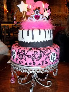 Princess Birthday cake - like the tiara and wands on top.  would add a 3 for shyla's 3rd bday party