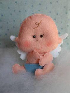 Anjinho bebê em feltro, costurado à mão. Pode ser usado como lembrancinha de batizado, decoração de mesa ou até topo de bolo. R$ 10,50