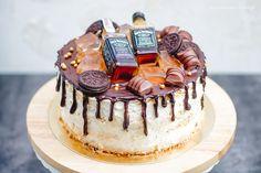 Drip cake - tort z czekoladkami i whisky - DusiowaKuchnia. Drip Cakes, Whisky, Tiramisu, Oreo, Birthdays, Birthday Cake, Ethnic Recipes, Food, Holiday Desserts