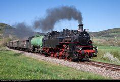 """Cog wheel steamlocomotive 97 501, operated by the """"Freunde der Zahnradbahn Honau-Lichtenstein"""" (Friends of the cogwheel railway from Honau to Lichtenstein), on the way to Zollhaus-Blumberg on the heritage railway """"Sauschwänzlebahn""""."""