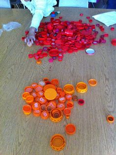 Thank you for all of your inspirations with the bottle cap murals you've been making. To try to link all of your work would be impossible (. Found Object Art, Found Art, Bottle Top Art, Tapas, Bottle Cap Crafts, Bottle Caps, Group Art, Art For Kids, Kid Art