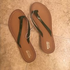 Mossimo slippers Mossimo slippers Mossimo Supply Co Shoes Slippers