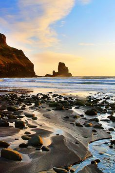 Talisker Bay, Isle of Skye. Tips for Traveling to Scotland -- What to Do, See, & Eat. www.kevinandamanda.com