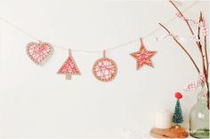 Adornos navideños hechos con una caja de cereales y lana / Christmas decorations made with a cereal box and wool