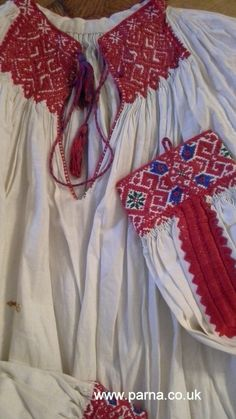 Lovely detail on this antique blouse from the Calata region of Transylvania, Romania Folk Costume, Costumes, Central And Eastern Europe, Hungarian Embroidery, Traditional Outfits, Old And New, Transylvania Romania, Knitting, Vintage Linen