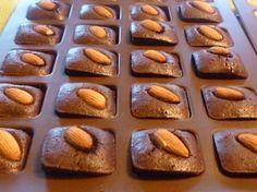 Financier au chocolat Ingrédients pour réaliser cette recette pour 8 personnes : - 150 g de chocolat, - 100 g de sucre, - 80 g de beurre, - 40 g de farine, - 40 g de poudre d'amande, - quatre blanc d'œuf Préparation de la recette Financier au chocolat : 1-Préchauffez votre four à 200°C (thermostat 7). Beurrez votre moule à financiers. 2-Faites fondre le chocolat avec le beurre, …