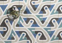 El estudio de diseño LaSelva ha creado para Mosaics Martí el mosaico hidráulico Atlas, cuyo hipnótico módulo se combina de forma laberíntica.