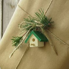 Rustic gift wrapping gifts it yourself gifts handmade gifts gifts made gifts Noel Christmas, Christmas Crafts, Christmas Decorations, Green Christmas, Creative Gift Wrapping, Wrapping Ideas, Wrapping Gifts, Craft Gifts, Diy Gifts