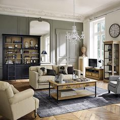 The classic family style living room has become a major trend in recent years. With its authentic furniture that is both chic and classic. Living Area, Living Spaces, Living Room, Classic Interior, Classic Furniture, Home And Family, Sweet Home, New Homes, House Design
