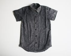 Extra long slim fit oxford style made from 100% cotton. Short sleeves with a tail back. This shirt pairs perfectly with any of our shorts and jz chinos. Recommendations: our suggestion is to size down if your child is smaller than average. Please note: depending on fit the top button may be tight.
