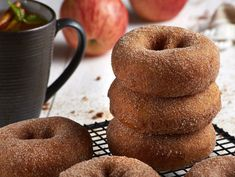 Apple cider donuts are perfect for fall. Make this easy apple cider donut recipe and enjoy the delicious autumn smells in your kitchen! Baked Donut Recipes, Baked Donuts, Doughnuts, Healthy Donuts, Delicious Donuts, Air Fryer Recipes Easy, Apple Cider Donuts, Chocolate Crinkles, Baked Apples
