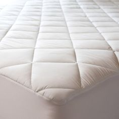 Features:  -DryLock barrier waterproof protection.  -SureGrip skirting that stays in place.  -Thread Count: 300 .  -8 Oz. per square yard filling.  -Machine wash & dry for easy care.  -This does not n