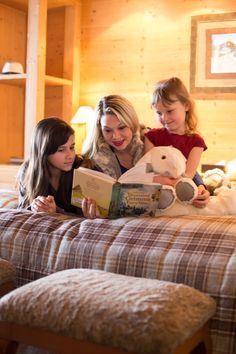 Hôtel Chalet Royalp and Spa. Les 63 chambres & suites ainsi que les 30 appartements vous invitent à la détente en famille ou entre amis. Véritables lieux de vie où le luxe et le style se conjuguent avec l'espace, les chambres et appartements offrent confort et sérénité. Hotel Chalet, Suites, Ainsi, Couple Photos, Couples, Home Decor, Style, Apartments, Bedrooms