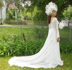 Ivory Bridal Fascinator-Tulle Bridal Fascinator-Daisy Flower Bridal Fascinator With Borealis Crystals