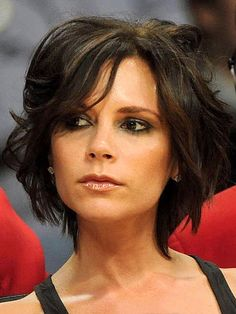 Check out these 10 images of Victoria Beckham Bob Hairstyles (Posh Hair For Everyone). Find more images in bob haircuts,short hairstyles. Running Hairstyles, Mom Hairstyles, Trendy Hairstyles, Celebrity Hairstyles, Weave Hairstyles, Wedding Hairstyles, Short Dark Hair, Short Hair Cuts, Short Wavy