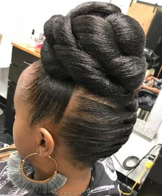 60 Easy and Showy Protective Hairstyles for Natural Hair Sleek Updo with High Chunky Knotted Bun Braided Updo Natural Hair, Twisted Hair, Protective Hairstyles For Natural Hair, Straight Weave Hairstyles, Natural Curls, Natural Mohawk, Black Hair Updo Hairstyles, Black Women Hairstyles, Braided Hairstyles