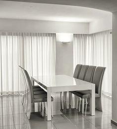 טוליפ - פינת אוכל לבנה נפתחת  פינת אוכל מעוצבת הכוללת: שולחן אוכל נפתח את השולחן ניתן להזמין במידות שונות. שתי הרחבות נוספות במידות: 55 ס