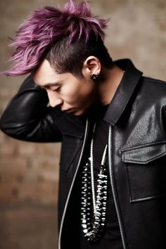 Brian Joo (for Brian Reborn Album) this look captures minimalist to its best. Subdue any studs and such in his wardrobe LET his hair take the glory, right?