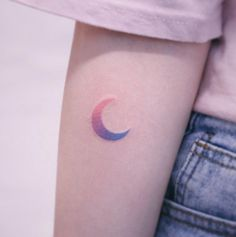 A gradient crescent moon by Saegeem #tattoodesigns Fish Tattoos, Cool Tattoos, Tattoo Designs, Coolest Tattoo, Tatto Designs, Design Tattoos, Tattooed Guys, Tattoo Patterns, Awesome Tattoos