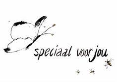 Zwart witte kaart, met een vlinder en bijen.  tekst: Speciaal voor jou