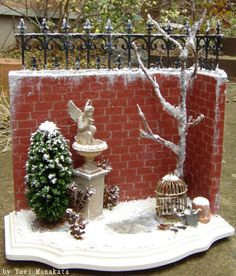 scale MiNiaTuRe RooM BoX ViGNeTTe ____(made for miniature workshop as a sample Yuri Munakata) Miniature Christmas, Red Christmas, Christmas Crafts, Xmas, Dollhouse Miniature Tutorials, Miniature Rooms, Dollhouse Miniatures, Mini Fairy Garden, Fairy Gardens