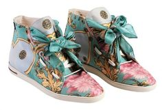 These eco friendly, recycled shoes are the cutest! This is the way to bring in the summer.