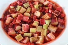 Jordbær- og rabarbrasyltetøy - med litt vanilje - Mat På Bordet Vanilje, Fruit Salad, Food Inspiration, Fruit Salads