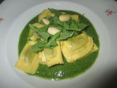 FORNELLI IN FIAMME: RAVIOLI OF RICOTTA AND SPINACHES WITH RUCOLA'S PES...