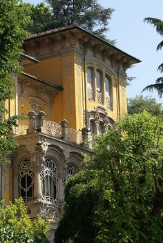 The van Swieten villa in the mountains. Villa Scott by Pietro Fenoglio (Turin, Italy) Beautiful Architecture, Beautiful Buildings, Architecture Details, Beautiful Homes, Beautiful Places, Italy Architecture, Classic Architecture, Architecture Interiors, Building Architecture