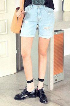 Today's Hot Pick :塗鴉破損牛仔短褲 http://fashionstylep.com/SFSELFAA0016412/stylenandatw/out 破損設計的簡潔短褲。 搭配個性圖案上衣,穿出去絕對搶眼時尚。  - 塗鴉破損抽鬚,搶眼個性。  - 經典牛仔褲,休閒隨性。 時尚搶眼的牛仔短褲,姐妹們個性百搭必備款。