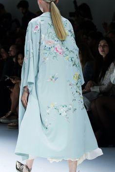 Shiatzy Chen | Paris Fashion Week | Spring 2017