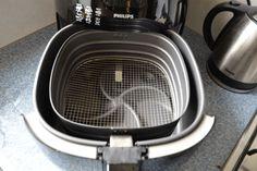 Verwijder vieze geurtjes heel simpel uit de Airfryer! Het gebeurt soms dat je vlees hebt klaargemaakt en dat de geur na grondig...
