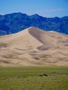 Gepflegte Langeweile in der wunderschönen Mongolei - ITCHY FEET Feet, Mountains, Nature, Travel, Mongolia, Waterfall, Travel Report, Viajes, Nice Asses