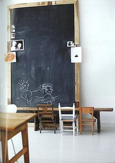 Children's room - Oversized chalkboard & wooden chairs - Via The City Sage Kids Workspace, Casa Kids, Blackboard Wall, Framed Chalkboard, Vintage Chalkboard, Chalkboard Drawings, Chalkboard Lettering, Chalkboard Ideas, Deco Kids