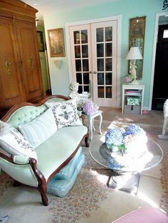 French Shabby Chic Decor   diy composite furniture repinned from i have an apartment to decorate ...