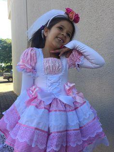 VESTIDO CAIPIRA ESPARTILHO INFANTIL  R$210,00 CHAPEU VENDIDO SEPARADAMENTE R$95,00  CALÇOLA VENDIDA SEPARADAMENTE 45,00 Kids Outfits Girls, Cute Girl Outfits, Little Girl Dresses, Flower Girl Dresses, Moda Lolita, Lolita Mode, Pin Up Dresses, Pretty Dresses, Mom Dress