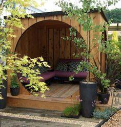 idée de coin détente extérieur pour le spa, je rajouterais un foyer pour apporter un peu de chaleur, mais très inspirant