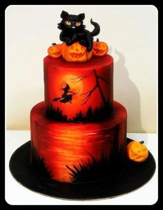 Halloween cake, the kitty on the cake is so cute Fall Cakes, Holiday Cakes, Holiday Foods, Novelty Cakes, Halloween Birthday Cakes, Halloween Wedding Cakes, Halloween Torte, Halloween Sweets, Halloween Baking