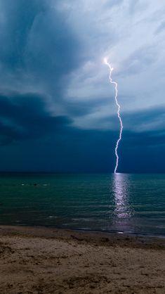 Storm lightning  #iPhone #5s #Wallpaper
