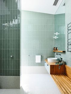What do you think of the use of vertical tiles in this dreamy green bathroom? It's the little details that can make all the difference. 🙌 Green bathroom goals with all the trimmings from the Moving House by clever cats 🌿⚡️️💦 📷 Bad Inspiration, Bathroom Inspiration, Dream Bathrooms, Beautiful Bathrooms, Modern Bathrooms, Tiled Bathrooms, White Bathrooms, Luxury Bathrooms, Bathrooms 2017