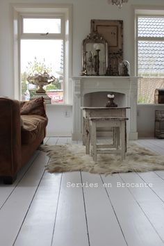 Soft, cozy chocolate and white...I like it!--New livingroom, www.serviesenbrocante.nl