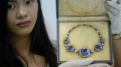 Philippines to sell Imelda Marcos's 'ill-gotten' jewels, worth millions Antique Jewelry, Vintage Jewelry, Trendy Necklaces, Latest Jewellery, Royal Jewels, Jewelry Collection, Fine Jewelry, Bling, Things To Sell