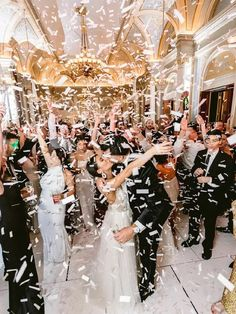 Bride and groom kissing under confetti shower at wedding reception Great Gatsby Wedding, On Your Wedding Day, Wedding Reception, Wedding Ideas, Bridesmaid Pictures, Honeymoon Style, Getting Ready Wedding, Wedding Activities, Mermaid Dresses