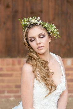 Flower crown for winter // Rustic Autumn Fall Wedding Ideas - Lightburst Photography