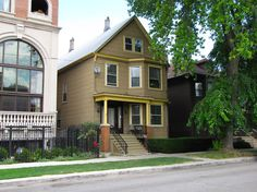 The Winslow's house (Family Matters), at 1516 W. Wrightwood Avenue in Chicago, Illinois. The structure to the left of the Family Matters house did not exist at the time the exterior shots for Family Matters were filmed.